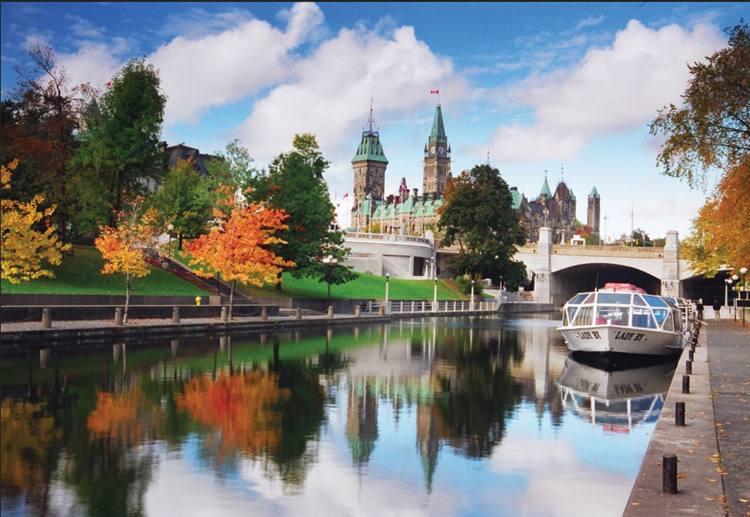 Canal Rideau, um dos principais pontos turísticos de Ottawa, é parada obrigatória para os visitantes (foto: Ottawa Tourism/Divulgação)