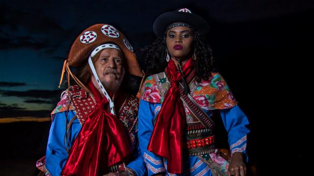 Na programação, José Pimentel dirige e estrela o espetáculo O Massacre de Angico: A Morte de Lampião. Foto: Álvaro Severo/Divulgação