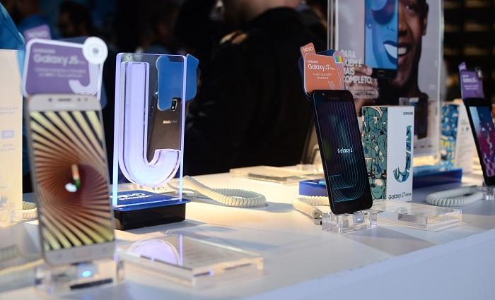 Novos aparelhos trazem artifícios de smartphones de categorias superiores. Foto: Marcela Cintra/DP.