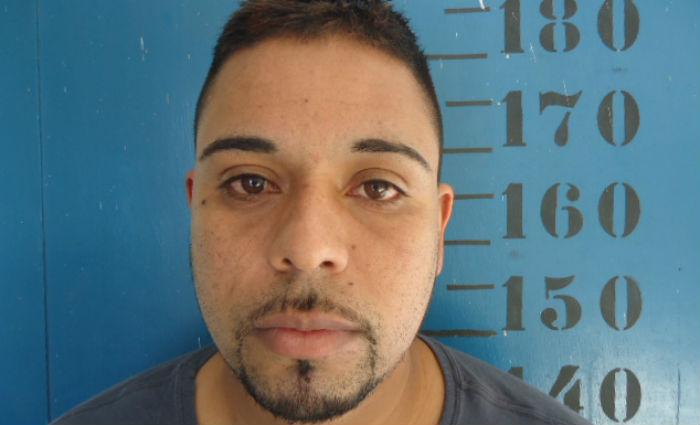 Tiago Gomes da Silva, 31 anos, foi preso em flagrante em maio de 2016 por tráfico de drogas e associação, mas liberado em junho deste ano. Foto: Polícia Civil/ Divulgação