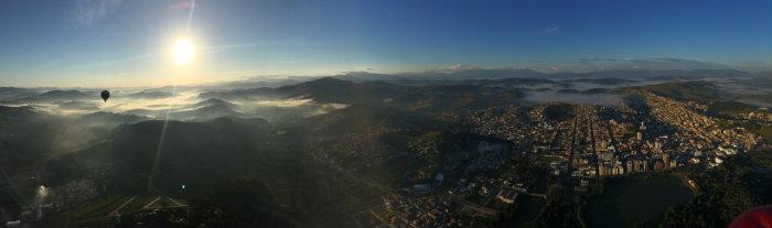 No voo panorâmico, dá para conferir boa parte da Serra da Mantiqueira e do colorido dos cafezais. Foto: Diogo Carvalho/DP