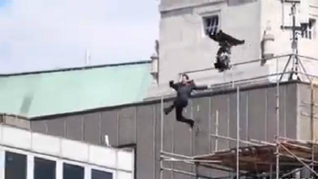 Cruise quis interpretar Ethan Hunt sem o auxílio de dublês e acabou se acidentando. Foto: YouTube/Reprodução