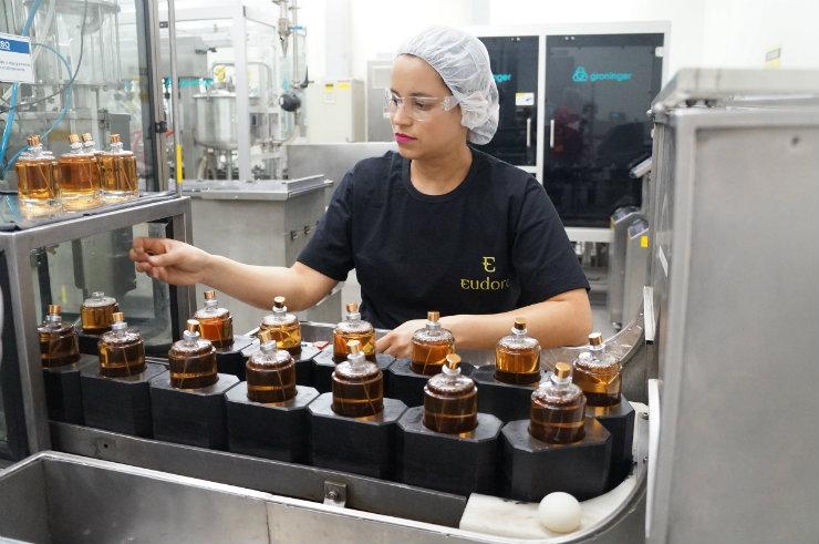 Na fábrica do Grupo Boticário (que engloba O Boticário, Eudora, Quem Disse Berenice? e The Beauty Box), não são feitos testes em animais. Os produtos são concebidos, testados, produzidos e embalados no local. Foto: Larissa Lins/DP
