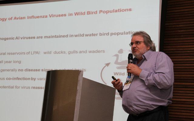 Professor Edison Luiz Durigon durante congresso em Belo Horizonte, Minas Gerais. Foto: Déa Tomich/Divulgação