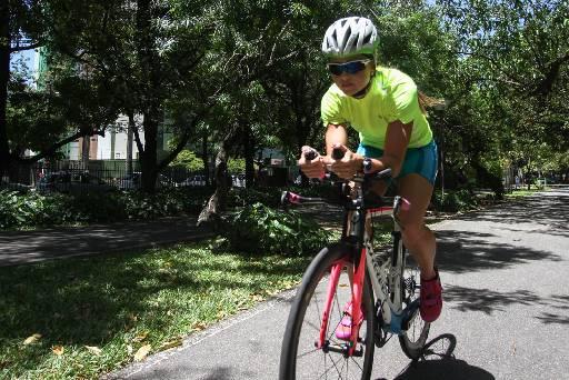 Blusa de gola alta e short acolchoado proporcionam segurança durante a prova e os treinos de ciclismo. Foto: Marlon Diego/Esp.DP