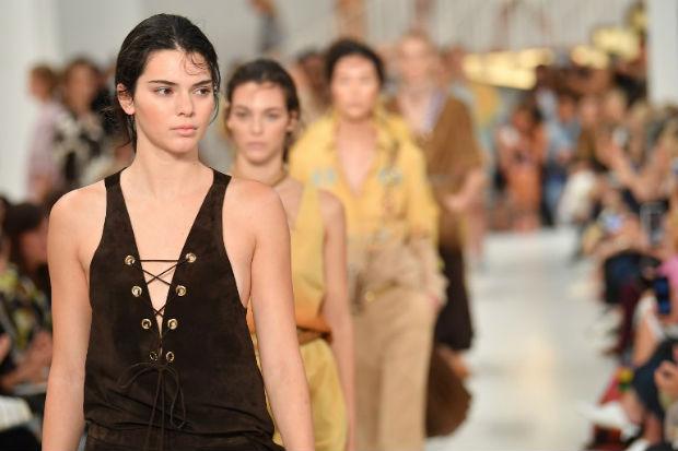 Kendall Jenner foi uma das estrelas do desfile. Foto: Semana de Moda de Milão/Divulgação