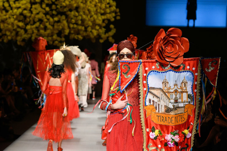 Da literatura à religiosidade, as tradições mineiras foram festejadas sob direção do stylist Paulo Martinez. Foto: Zé Takahashi/Ag. Fotosite/Divulgação
