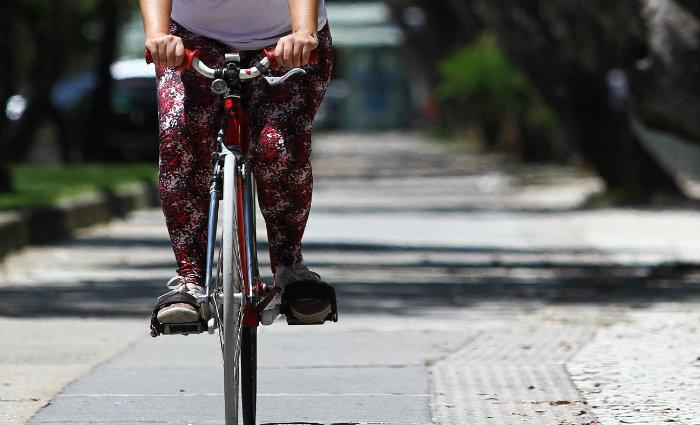 Ciclistas e pedestres poderão ser multados. Foto: Paulo Paiva/DP