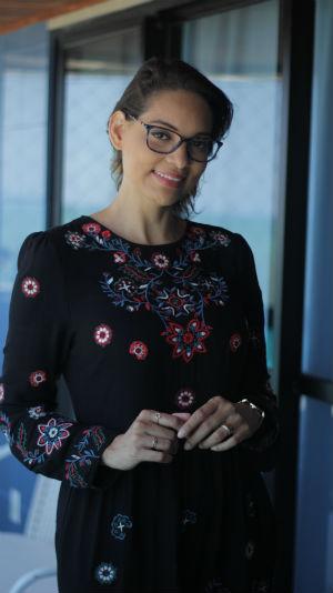 """""""Os bordados estão em alta e podem trazer um ar mais moderno ao vestido com modelagem mais comportada"""", afirma Vívian Oliveira. Foto: Thiago Santos/ESP.DP"""