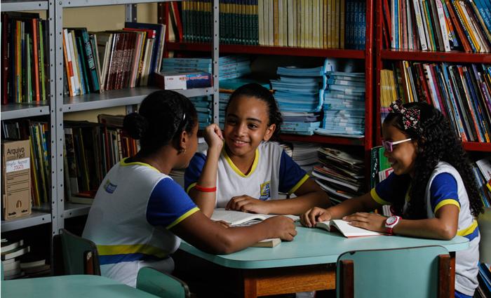 Thais Maria, Júlia Beatriz e Thais Rafaela não vão desistir do sonho de cursar medicina. Foto: Rafael Martins/DP
