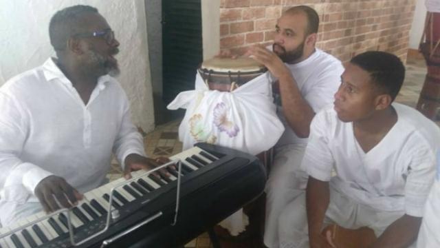 O evangélico cantou canções ao lado de músicos da religião afro. Foto: Instagram/Reprodução