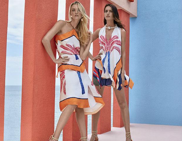 Vestidos com modelagens fluídas são complementados com estampas tropicais. Foto: Maria.Valentina/Divulgação