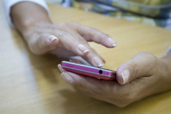 Empresas como a Google e o Facebook têm ferramentas no código de seus aplicativos que permitem coletar, com precisão, diversos dados de seus clientes. Foto: Marcos Santos/USP Imagens