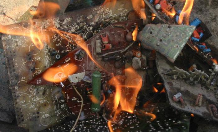 A incineração de lixo eletrônico destrói cerca de 60 elementos reutilizáveis: por ano, peças descartadas na Europa somam 18 milhões de toneladas. Foto: EMPA/Divulgação (Foto: EMPA/Divulgação)