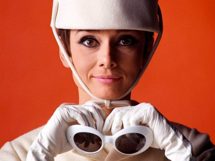 Originalmente chamados de modelo Koko, os óculos foram criados para personagem de Audrey Hepburn em Como roubar um milhão de dólares. Foto: Reprodução da internet
