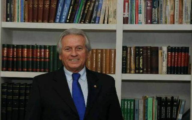 Sílvio Neves Baptista recebeu 34 dos 37 votos possíveis para ocupar a cadeira 19 da Academia. Crédito: APL/Divulgação (Crédito: APL/Divulgação)