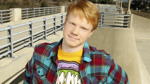 Adam caracterizado de Luther, na Disney XD. Foto: Disney/Reprodução