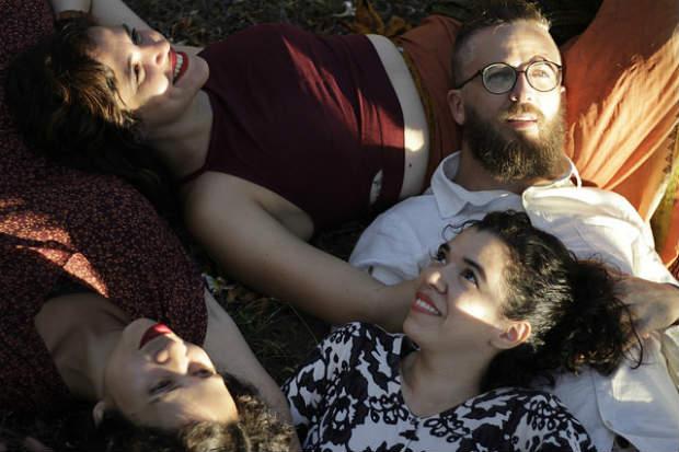Montagem traz os atores Natali Assunção, Gustavo Soares, Micheli Arantes e Isabelle Barros (da esquerda pra direita). Crédito: Nataly Barreto/Divulgação