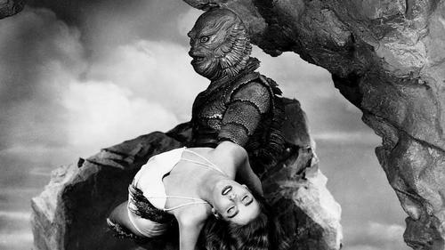 Visual da criatura de A Forma da Água é inspirado no design do personagem de O Monstro do Lago Negro (1954). Foto: Universal/Divulgação