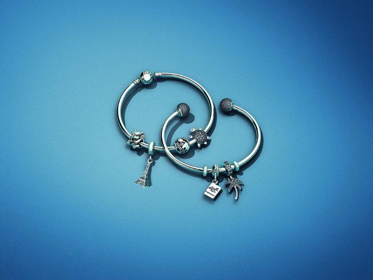 A proposta da joalheria Pandora é que as pulseiras contem histórias através dos pingentes. Foto: Pandora/Divulgação