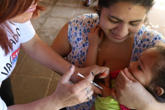 A vacinação contra o sarampo é essencial para evitar novos casos. Foto: OMS/Opas