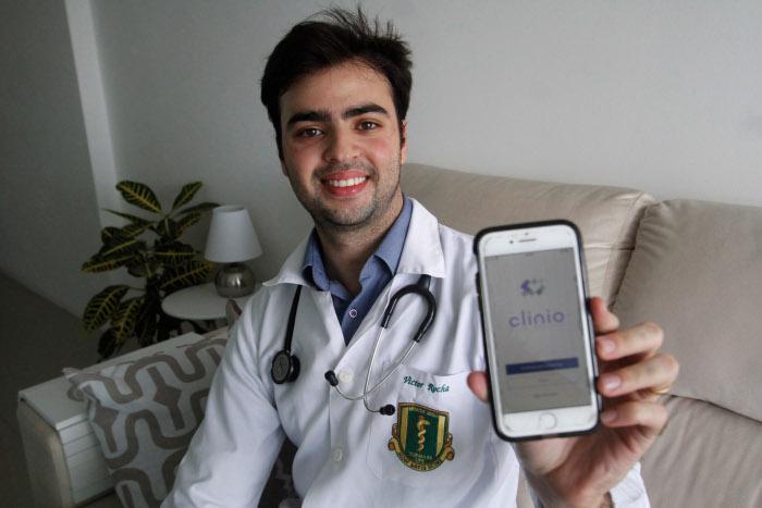 Aplicativo Clinio, da pernambucana Epitrack, oferece serviço de médico a domicílio via celular. Crédito: Ricardo Fernandes/DP (Ricardo Fernandes/DP)