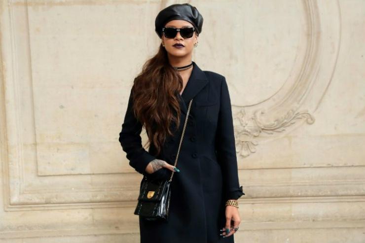 Rihanna é uma das celebridades-símbolo do resgate da tendência das boinas. Foto: Reprodução da internet