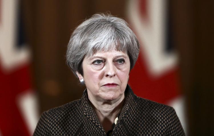 Chefe de estado britânica afirma que medida era única alternativa. Foto: Simon Dawson / AFP