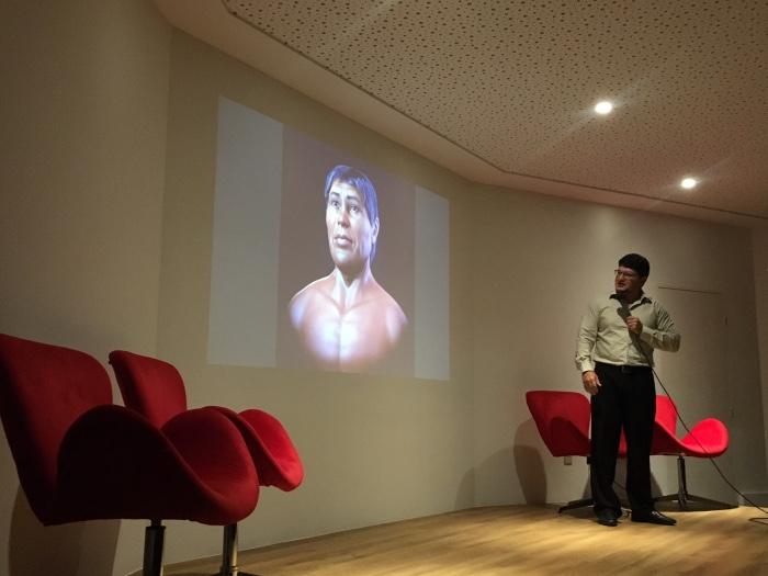 O designer Cícero Moraes apresentou a imagem. Foto: Anamaria Nascimento/DP.
