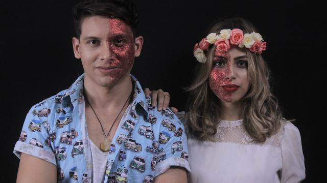 Micael Alexandre e Elle Moon interpretam Leléu e Lisbela, personagens do clássico de Osmar Lins. Foto: Cobogó das Artes/Divulgação