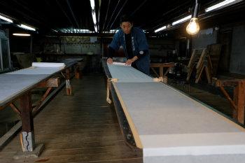 Técnicas mais acessíveis, com algodão ou linho, podem movimentar o segmento. Foto: Kazuhiro Nogi/AFP