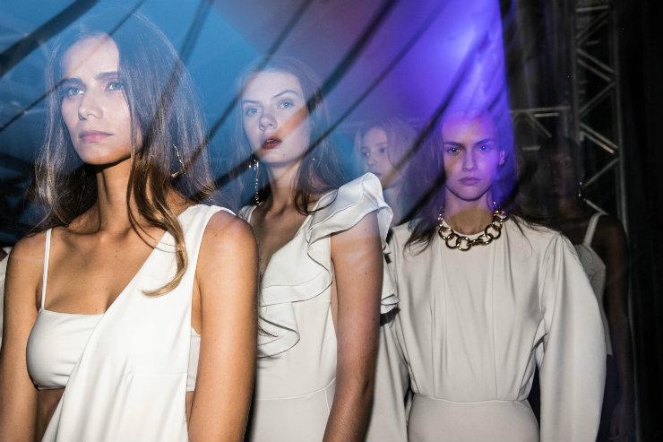 Desfiles na semana de moda cearense celebraram criações autorais e coleções carregadas de histórias. Foto: Roberta Braga e Cláudio Pedroso/Divulgação