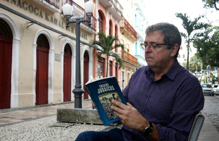 Autor de mais de 15 livros, o economista e pesquisador reúne na nova obra 38 ensaios publicados em revistas e livros ao longo de 25 anos. Foto: Gabriel Melo/Esp. DP