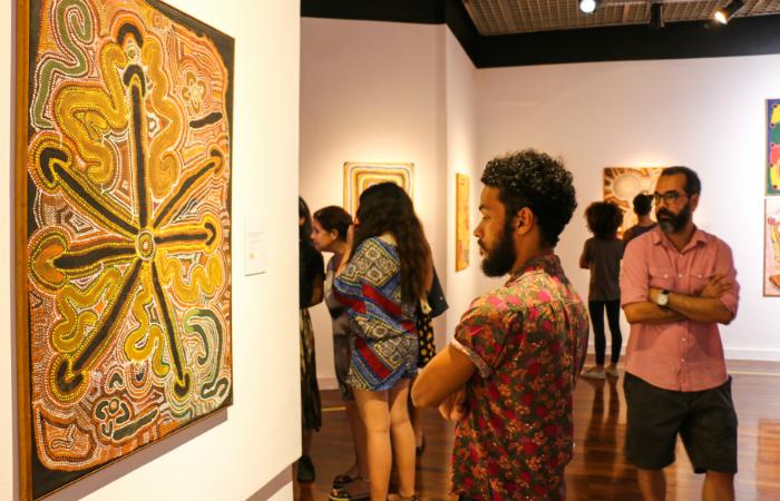 O acervo conta com obras da Coo-ee Art Gallery, a galeria mais antiga em arte aborígene da Oceania. Foto: Emmanuelle Bernard/Divulgação