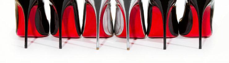 Louboutin abriu sua primeira boutique em 1991, e as solas vermelhas se tornaram característica-chave de seus calçados. Foto: Reprodução da internet