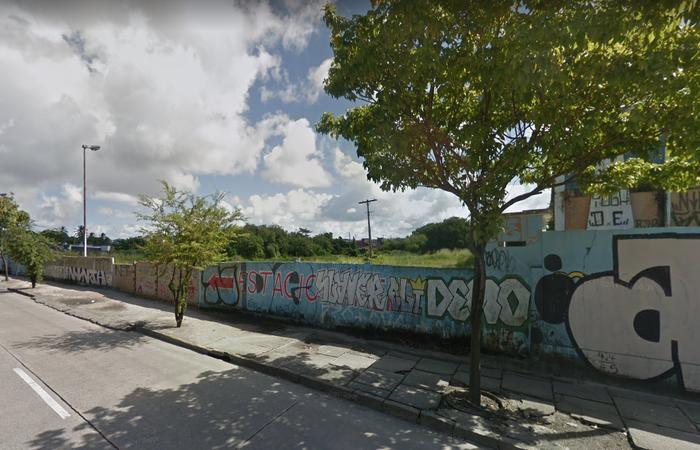 Cerca de 400 famílias estavam instaladas em terreno próximo ao hipermercado Walmart da Avenida Recife. Foto: Reprodução/Google Maps