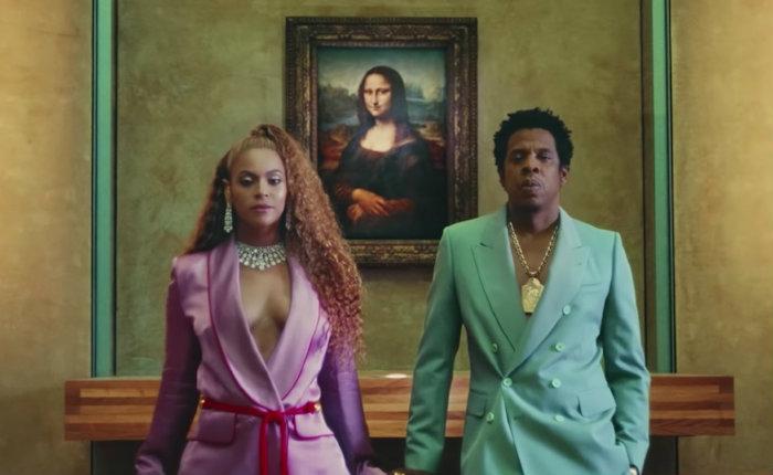 O videoclipe foi rodado em sigilo no museu e lançado simultaneamente ao álbum surpresa do casal. Foto: YouTube/Divulgação