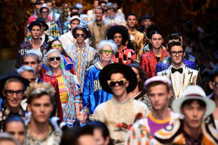 Grifes como Dolce&Gabbana cruzaram as passarelas de Milão e Paris e propuseram fluidez de gênero. Foto: Miguel Medina/AFP