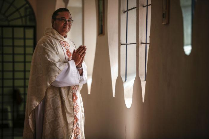 O pároco da Matriz do Espinheiro, frei Paulo Sérgio, diz que igreja busca os mais jovens. Foto: Paulo Paiva/DP.