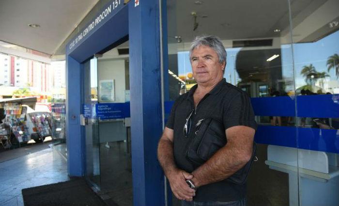 O comerciante Raimundo Arantes quer usar parte do saque para pagar dívidas, mas também comprar aparelhos (foto: Ed Alves/CB/D.A Press) ((foto: Ed Alves/CB/D.A Press))