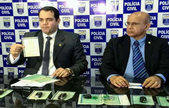 Delegados Paulo Berenguer e Newson Motta falaram do caso para a imprensa nesta manhã. Foto: PCPE/Divulgação