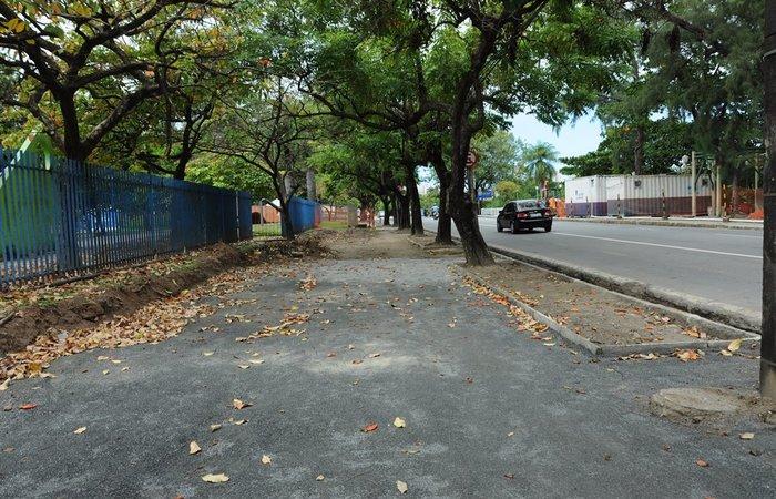 A proposta é alargar toda a extensão do passeio, com o recuo do gradil existente e efetuando mudanças em alguns trechos do Parque. Aurelina Moura/URB Recife