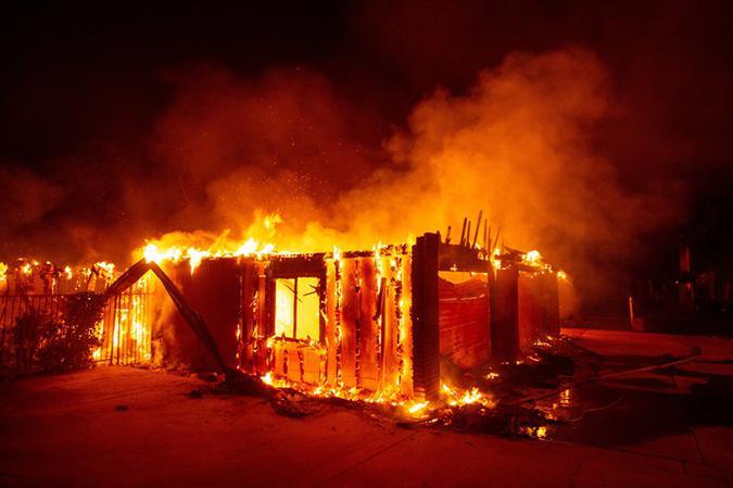 Várias estruturas foram queimadas, relataram as autoridades. Foto: Josh Edelson/AFP