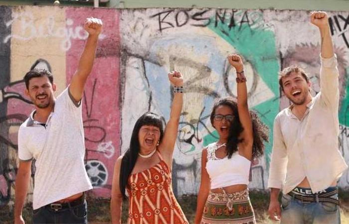 O líder dos Sem Teto, Eduardo Borges, a índia Airy Galvão, a advogada Nádia Nadila, e o ativista político Tiago Ávila disputam juntos uma vaga de deputado distrital em Brasília. Foto: Divulgação/Mandato Coletivo DF