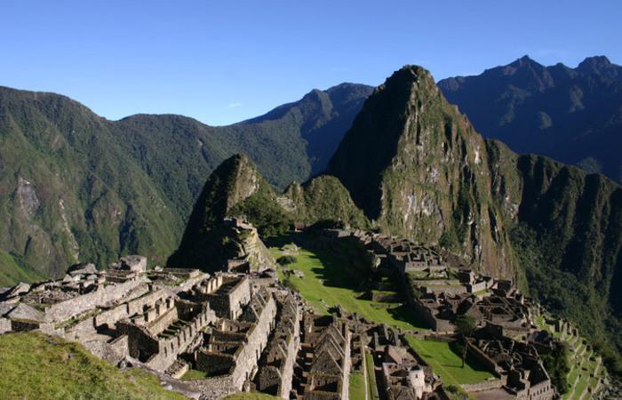 Turistas que não conseguiram comprar passagens e ingressos para o povoado de Machu Picchu, bloquearam a estrada. Foto: Reprodução/Internet
