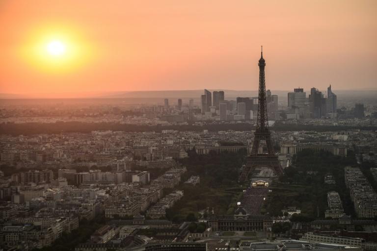 Vista de Paris e da Torre Eiffel, em 14 de julho de 2018. Foto: AFP/Arquivos / Lucas BARIOULET