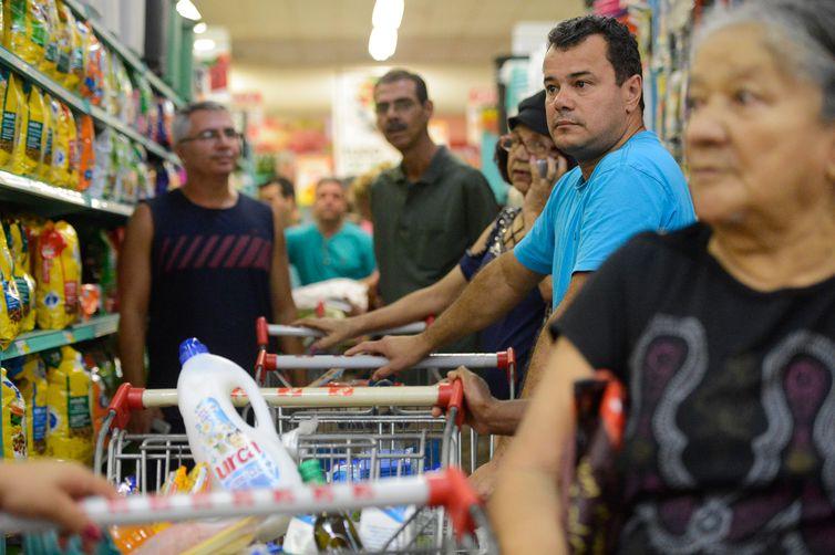Alimentos passaram de uma inflação de 2,31% em junho para queda de preços em julho: -0,45%. Foto: Tânia Rêgo/Agência Brasil
