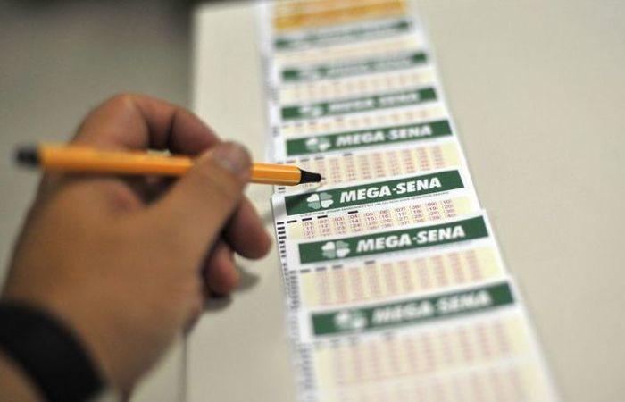 No sábado, uma aposta de Minas Gerais e outra de São Paulo acertaram os seis números do concurso 2.074. Foto: Marcello Casal jr/Agência Brasil