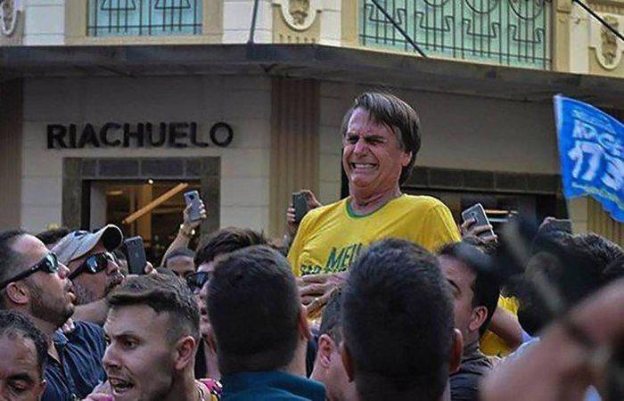 Bolsonaro recebeu uma facada na tarde desta quinta-feira enquanto saia às ruas de Juiz de Fora. Foto: Rayza Leite/AFP (Foto: Raysa Leite/AFP)