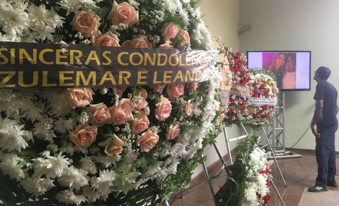 Despedida segue até às 16h, quando corpo será cremado em cerimônia restrita a família. Foto: Alice Sousa/DP (Foto: Alice Sousa/DP)